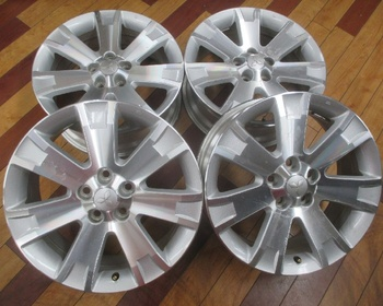 Mitsubishi - Delica D5 Genuine 18 inch wheels 4 book set
